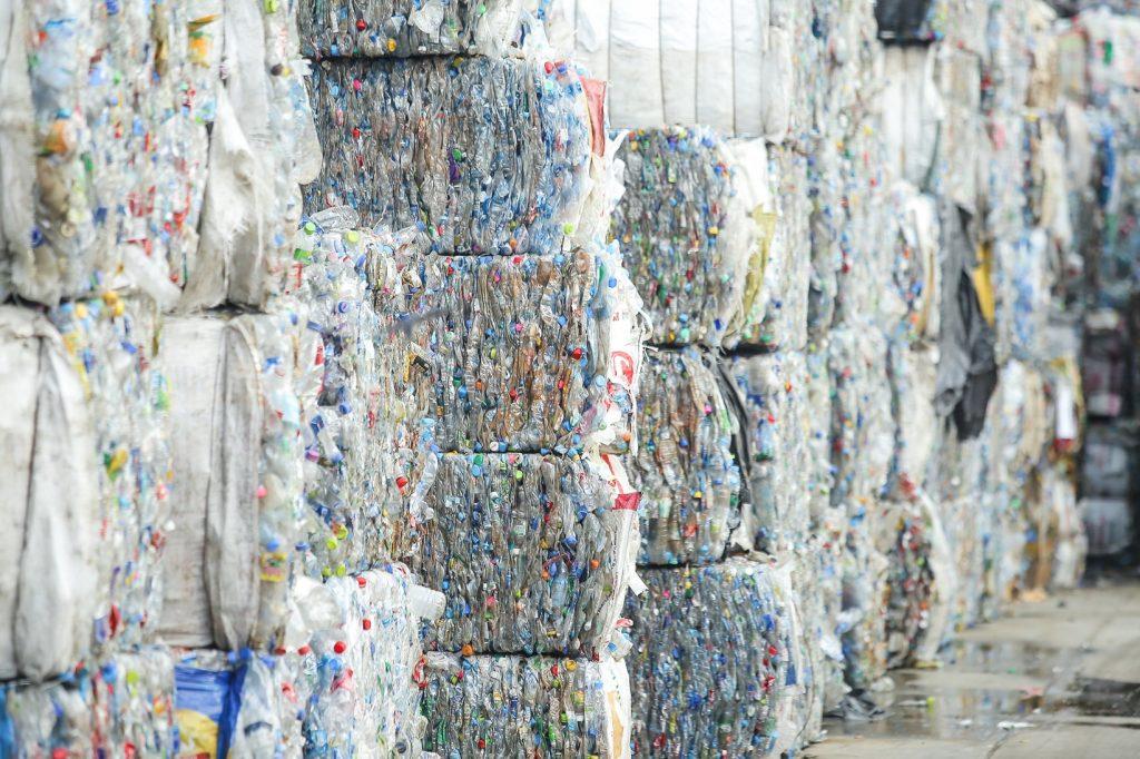 กลุ่มอุตสาหกรรมพลาสติกฯ จับมือสมาคมอุตสาหกรรมเครื่องดื่มไทย เสนอเร่งแก้ กม.อนุญาตใช้บรรจุภัณฑ์จากพลาสติกรีไซเคิล